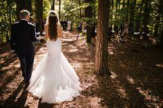 Heiraten inmitten der Bäume in der Nähe von Graz. Standesamtlich oder zeremoniell. Im kleinsten Kreis oder mit all euren Liebsten. Sag ja! Sag Ja, Lace Wedding, Wedding Dresses, Wedding Inspiration, Fashion, Graz, Getting Married, Nature, Bride Dresses