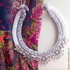 Купить Стильное колье ручной работы - колье-коса, шелковые нити, декоративное стекло, украшение