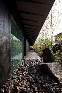 kengo kuma completes comico art museum complex in japan Landscape Architecture Model, Black Architecture, Museum Architecture, Landscape Plans, Japanese Architecture, Sustainable Architecture, Interior Architecture, Landscape Design, Ancient Architecture