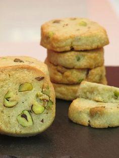 Galletas de gorgonzola y pistachos pistachios cookies ice box My Recipes, Sweet Recipes, Cookie Recipes, Favorite Recipes, Scone Recipes, Biscuits, Delicious Desserts, Yummy Food, Food Decoration