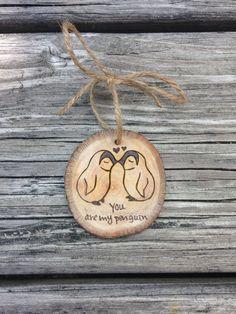 Liefde Penguins hout verbrand Ornament van downtoearthcraft op Etsy