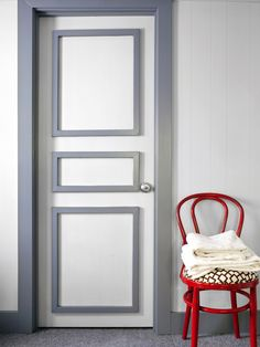 Bold Bathroom Door Trim: Update a drab bathroom door with some trim and a little contrasting paint. Get the step-by-step instructions for this simple door makeover. Painted Bedroom Doors, Painted Doors, Diy Projects Pictures, Home Projects, Weekend Projects, Easy Projects, Silver Grey Paint, Gray Paint, Door Design Interior