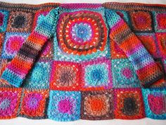 There are unique jacket, yes it's DIY Crochet Granny Square Jacket Cardigan Free Patterns Inspirations that will enhanced you styles. Crochet Diy, Diy Crochet Granny Square, Point Granny Au Crochet, Crochet Bolero, Poncho Au Crochet, Beau Crochet, Pull Crochet, Crochet Coat, Crochet Jacket
