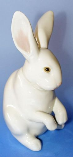 LLadro Spanish Porcelain Sitting White Bunny Rabbit Figure Retired 5907