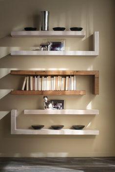 Come vestire una parete con una libreia bellissima for Mensole ikea lack