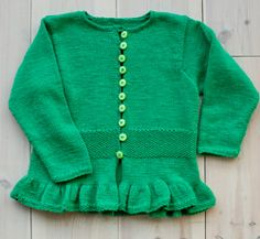 CARDIGAN VERDE CON VOLANT E P RISO | La Maglia di Marica Baby Knitting Patterns, Baby Patterns, Baby Crafts, Kids And Parenting, Children, Sweaters, Top, Handmade, Design