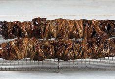 Αδερφέ βήγκαν,και το κοκορετσάκι σου θα φας και το αρνάκι σου το σουβλιστό και το παϊδάκι σου.Αρκεί να έχεις πρόγραμμα. Γράφει ο Σπύρος Αλεξάκης στο Athletic and the City και προτείνει συνταγή για κοκορέτσι vegan! Pork, Vegan, Kale Stir Fry, Vegans, Pork Chops