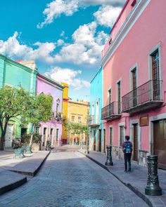 it feels like home Guanajuato Capital, Travel Checklist, Mexico Travel, Travel And Leisure, Travel Couple, Mexico City, Panama, Street View, Mansions