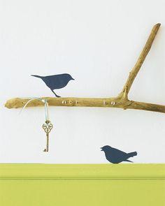 Hübsche Idee. Vor allem, wenn man einzelne Schlüssel aufbewahren will :D     http://www.brigitte.de/wohnen/wohnen/wohnung-verschoenern-1078935/