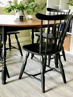 Vintage Chair Makeover with Fusion Mineral Paint Painted Dining Chairs, Painted Kitchen Tables, Dining Table Chairs, Painted Furniture, Table Vintage, Chaise Vintage, Vintage Chairs, Kitchen Chair Makeover, Furniture Makeover
