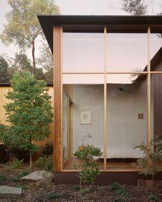 Timber Windows, Timber House, Home Interior, Interior Architecture, Interior Decorating, Amazing Architecture, Zen House, Internal Courtyard, Corner House