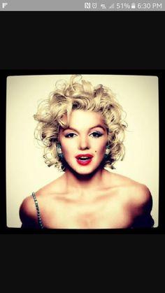 Marilyn Monroe hair.  Love it!