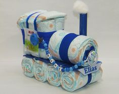 Diaper cake diaper locomotive + Pacifier Blue - Diaper cake diaper locomotive + pacifier chain blue Welcome to Windeltorte.bayern The diaper locomo - Diy Diapers, Baby Shower Diapers, Baby Shower Cakes, Baby Shower Parties, Baby Boy Shower, Baby Shower Gifts For Boys, Diy Cadeau Maitresse, Nappy Cakes, Diaper Cake Boy