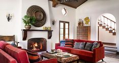 Mix and Chic: Inside a beautifully layered and charming Spanish Colonial Revival in Los Angeles! Spanish Style Homes, Spanish Revival, Spanish House, Estilo Colonial, Spanish Colonial Decor, Mediterranean Home Decor, Tuscan Style, Traditional House, House Design