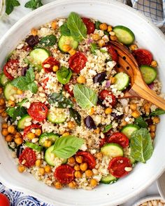 This Mediterranean Quinoa Salad recipe is SO healthy and delicious! Packed with roasted tomatoes, cucumbers, and fresh herbs, it's a perfect meal prep lunch or dinner side dish. Quinoa Salad Recipes, Lunch Recipes, Vegetarian Recipes, Vegetarian Salad, Free Recipes, Sauteed Yellow Squash, Jackfruit Sandwich, Mediterranean Quinoa Salad, Mediterranean Recipes