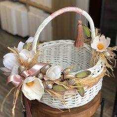 Rustic Flower Girls, Rustic Flowers, Christmas Advent Wreath, Wedding Gift Baskets, Creative Gift Wrapping, Flower Girl Basket, Basket Decoration, Easter Wreaths, Easter Baskets