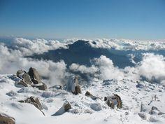 Vista del cerro La Campana desde el cerro El Roble, Parque Nacional La Campana