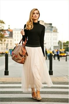 mix the unexpected: tulle skirt with a sleek black turtleneck - I had quite a few tulle skirts pinned,musically worn with casual tops Look Fashion, Fashion Beauty, Winter Fashion, Skirt Fashion, Net Fashion, Hijab Fashion, Luxury Fashion, Fashion Dresses, Looks Street Style