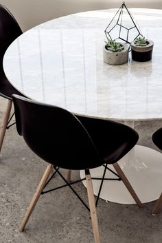 I love the black Eames molded plastic side chairs with the down-legs surrounding a marble topped Saarinen table! http://www.yliving.com/blog/modern-favorites-workspace-kids/ #YinTheWild