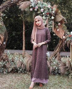 Ootd ondangan ✨ Tap for details 🖤 Kebaya Muslim, Dress Brokat Muslim, Kebaya Modern Hijab, Kebaya Hijab, Hijab Gown, Hijab Dress Party, Modern Hijab Fashion, Dress Pesta, Hijab Fashion Inspiration
