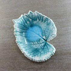 Plat feuille en céramique - petit plat feuille - plat feuille turquoise - vide poche céramique - céramique artisanale française