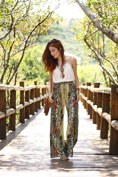Casual and elegant summer look. floral pants.