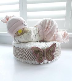 Trendy Baby Girl Gifts For Shower Newborns Etsy Ideas Baby Shower Crafts, Baby Shower Fun, Girl Shower, Baby Crafts, Baby Showers, Bricolage Baby Shower, Baby Nappy Cakes, Princess Diaper Cakes, Baby Dekor