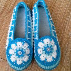 Обувь ручной работы. Ярмарка Мастеров - ручная работа. Купить Домашние тапочки вязаные крючком Снежана. Handmade. Вязаные тапочки Crochet Boots Pattern, Knitted Slippers, Crochet Baby Booties, Crochet Slippers, Crochet Motif, Wrap Shoes, Wedding Boots, Crochet Clothes, Baby Knitting