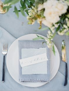 Blue and green. Elegant. Wedding table decoration. Photo: Ashley Bosnick Four elements wedding inspiration