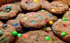 Seductoras galletas de mantequilla dorada y m&m`s