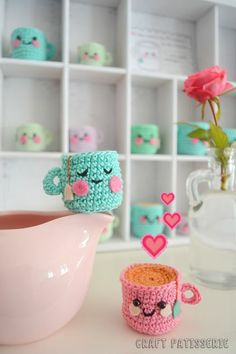 Adorable amigurumi kawaii crochet Mugs! Crochet Food, Love Crochet, Diy Crochet, Crochet Crafts, Crochet Dolls, Yarn Crafts, Crochet Projects, Diy And Crafts, Kawaii Crochet
