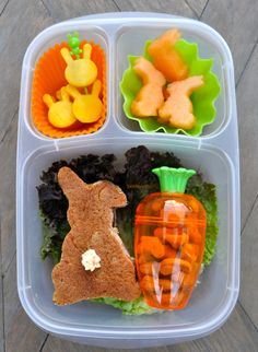 Bentoriffics 2013 Bunny booty plant based vegan bento lunchbox Teske Goldsworthy Lester / EasyLunchboxes This would be so cute for Maverick! Bento Box Lunch, Lunch Snacks, Bento Lunchbox, Lunchbox Ideas, Kids Lunch For School, Lunch To Go, School Lunches, Boite A Lunch, Easter Lunch