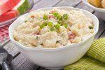 Nenechejte bramborový salát rychle zkazit. Životnost pochoutky snižuje jediná surovina. A majonéza to není • Hobby / Plus.cz Cajun Potatoes, Blue Potatoes, Cubed Potatoes, Roasted Sweet Potatoes, Creamy Potato Salad, Salad With Sweet Potato, Sauce Cocktail, Southern Potato Salad, Teriyaki Glaze