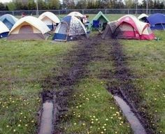 Vive le camping ⛺️  : http://www.images-in-nation.com/tentes-boue.html #insolite #drole #humour #rire #funny #camping