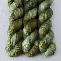 This colorway is a Wild Iris, meaning it is a truly unique, non-repeatable color. When this colorway is sold out, no more can be produced. Tarte Tarte is very s