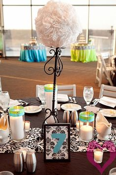 Love this whole centerpiece, table decor stuff! Easy, totally duplicable and inexpensive!