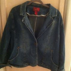 -20%Plus size paris blue jacket x3 perfect season Paris blues jean jacket mid weight beautiful good condition all buttons and pocket works very well! Size x3 true to size! Bundle and save! Im firm on this item good brand the condition is good its nice short like baby-doll jacket it looks big cause of plus size but its a nice length doesn't look bulky and big on plus size girls its real cute and baby-doll style like very cute! Bundle and save!   Keywords lane bryant torrid plus size jean…
