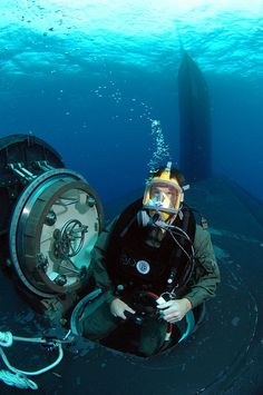 KEY WEST, Fla. (Oct. 26, 2007) A Navy diver from Naval Special Warfare Logistics Support conducts Lock Out Training with the nuclear-powered fast-attack submarine USS Hawaii (SSN 776) for material certification. Material certification allows operators to perform real-world operations anytime, anywhere. U.S. Navy photo by Senior Chief Mass Communication Specialist Andrew McKaskle (Released)