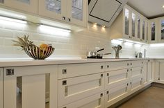 Smallbone Style Mirrored Inserts Kitchen (4)