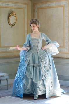 How to make a robe a la francaise (I don't think I'll attempt this!)