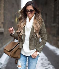Loving this army green suede jacket lately (via Sweater and jeans linked here: Look Fashion, Fashion Blogger Style, Womens Fashion, Fashion Trends, City Fashion, Fall Fashion, Fall Winter Outfits, Autumn Winter Fashion, Green Suede Jacket