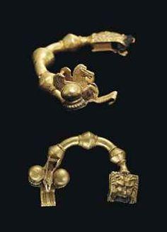 A GREEK GOLD FIBULA OF MACEDONIAN TYPE HELLENISTIC PERIOD, CIRCA 330-300 B.C.