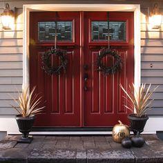 Front door inspiration - anyone know the paint color? I want this red door! Front Door Entrance, Front Door Colors, Front Entrances, Front Porch, Front Yards, Double Front Doors, Red Front Doors, Red Doors, Beautiful Front Doors