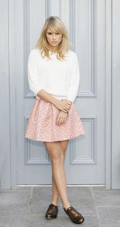 Suki Waterhouse pink skirt white sweater street style.