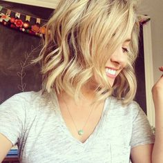 Short hair with wavy curls. Simple and cute look.