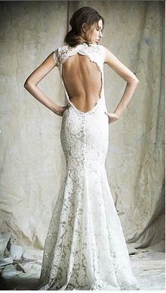 Love this dress to pieces! This style will be my wedding dress years from now!
