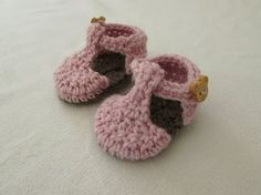 (95974) VERY EASY crochet T-bar baby shoes / booties tutorial - YouTube