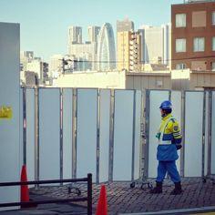 都市山の一角  #新宿 #shinjuku #ビル群 #街 #city #工事 #工事現場 #construction #constructionsite #東京都 #tokyo #japan #作業員 #constructionworker #新宿区 #shinjukuward #人物 #person #若松河田 #wakamatsukawada #東京女子医大 #東京女子医科大学 #tokyowomensmedicaluniversity #twmu #worker #skyscraper #高層ビル #高層ビル群 #都市 #警備員