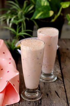 Fruit lassi is a popular Indian beverage. A mixed fruit smoothie recipe made with yogurt, seasonal fruits like apple, banana & mango. Tasty mix fruit lassi!