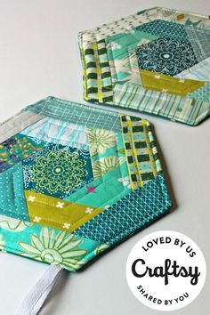 Quilted Hexagon Pot Holders / Quilting Project / Sewing for the Kitchen / Quilting Pattern https://www.craftsy.com/quilting/project/log-cabin-hexi-potholders/514939